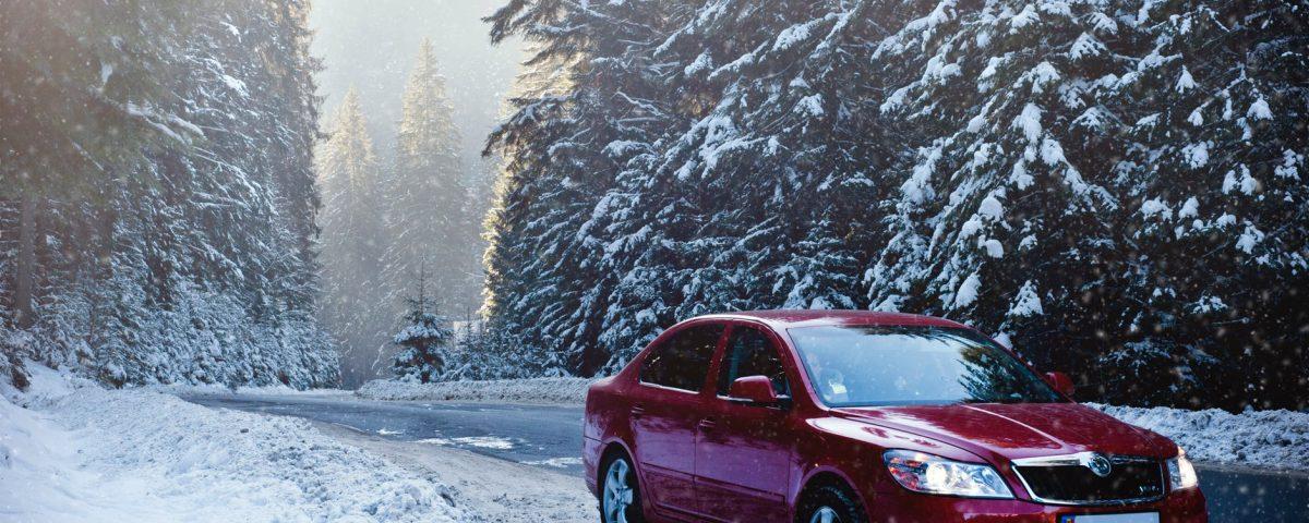 Wynajem auta zimą – co musisz wiedzieć?